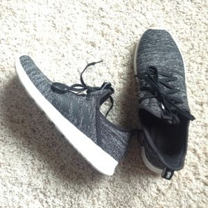 Adidas Cloudform Running Athletic Shoe Like New 10